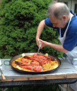 Man making paella